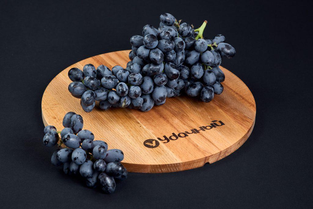 Виноград киш-миш черный