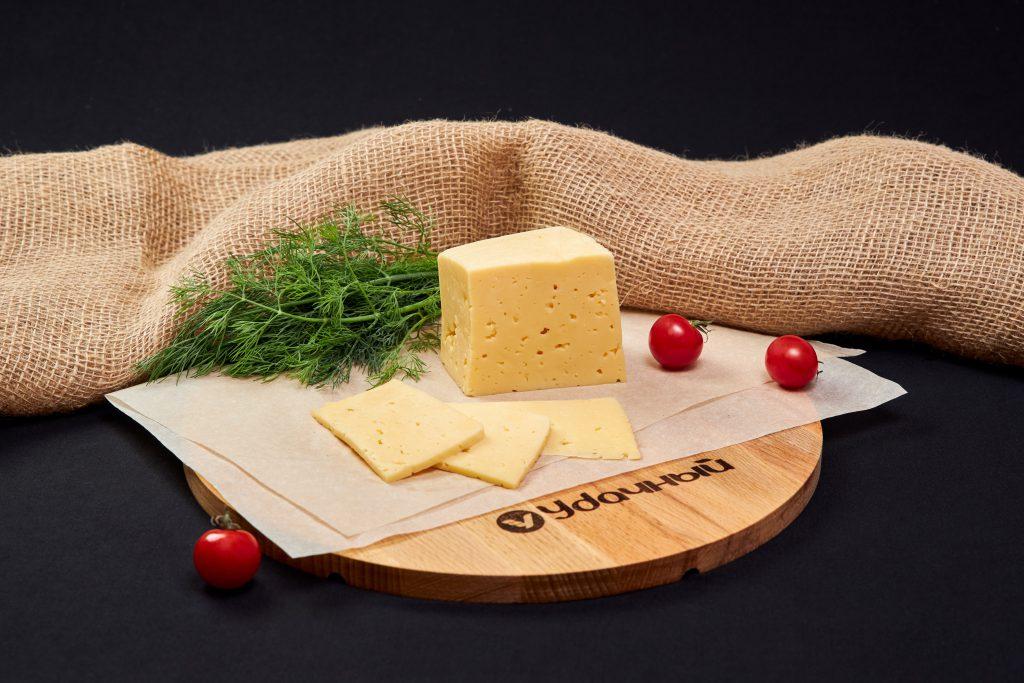 "Сыр ""Черный ворон"" с ароматом грецкого ореха 50%, Бабушкина крынка."