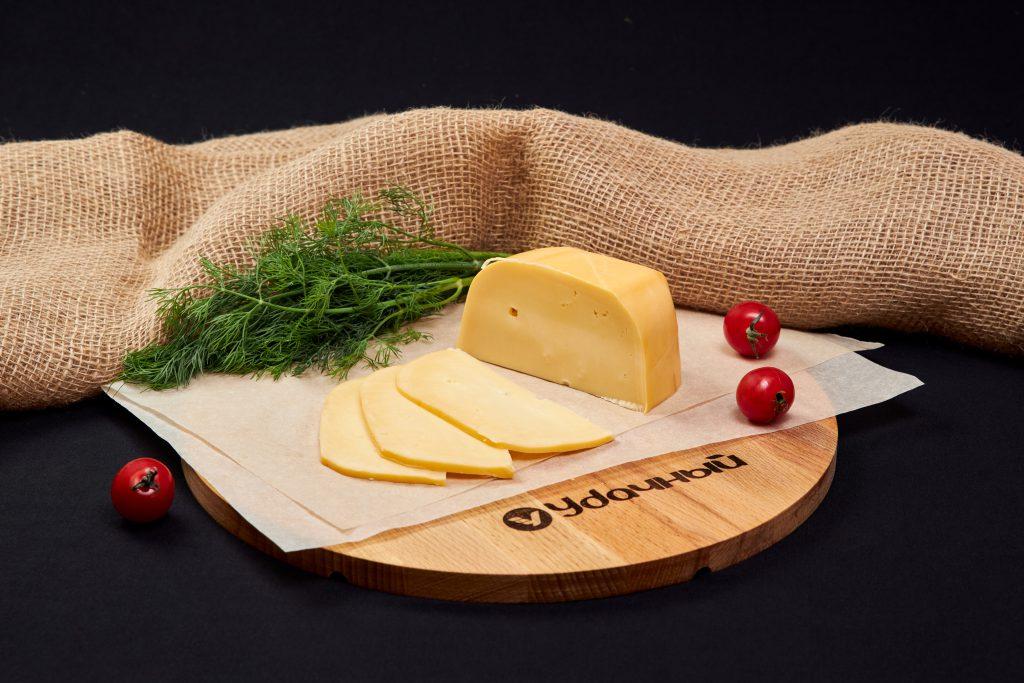 "Сыр ""Голландский"" 45%, Армения."